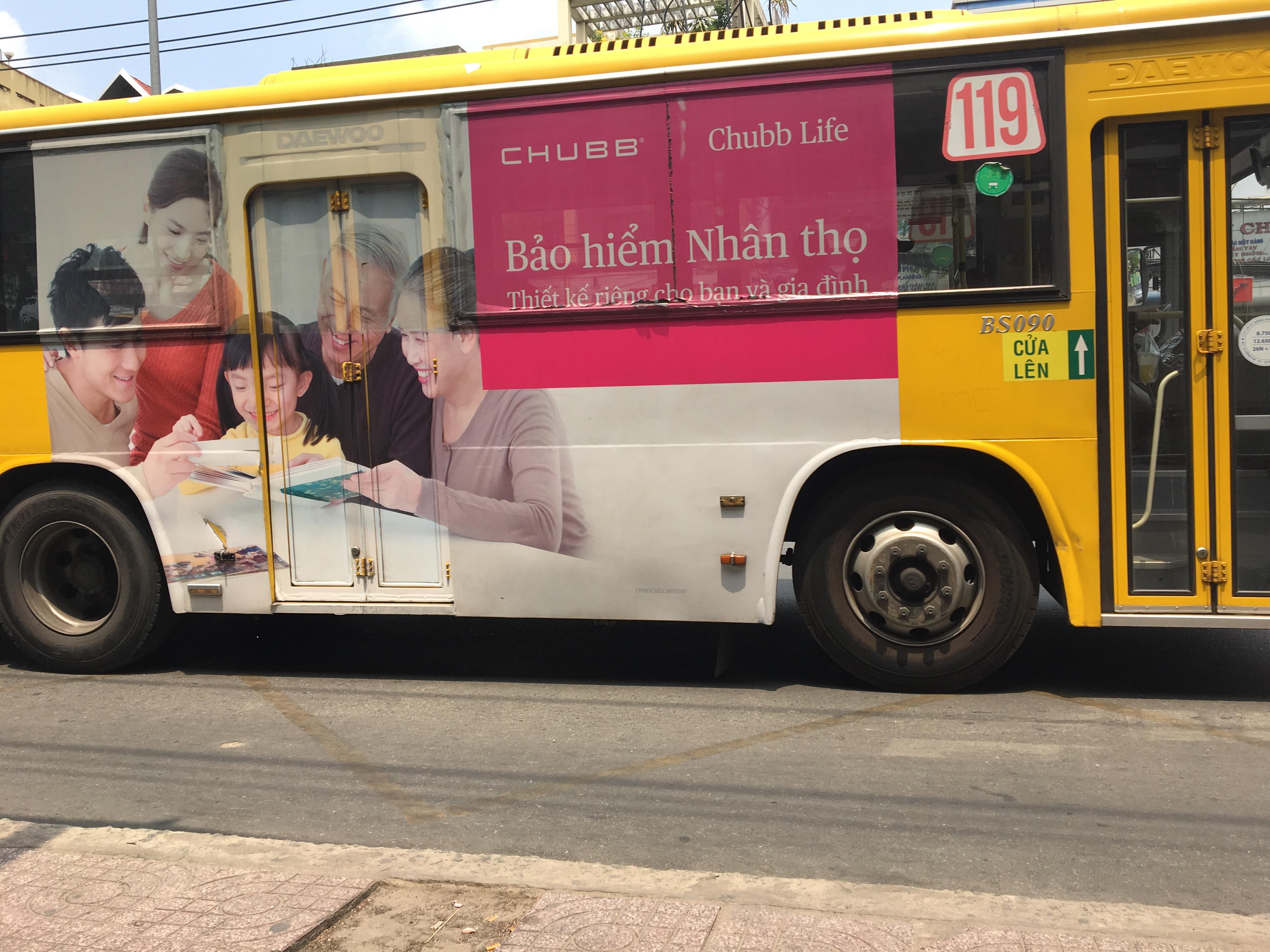 ベトナムの交通広告
